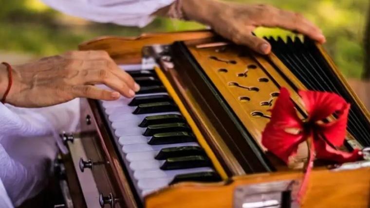 Kirtanas: giedamosios mantros galia